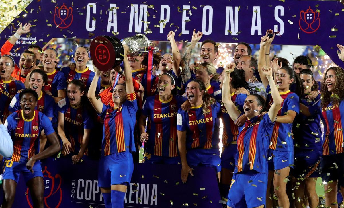 Las jugadoras del FC Barcelona celebran el título de la Copa de la Reina