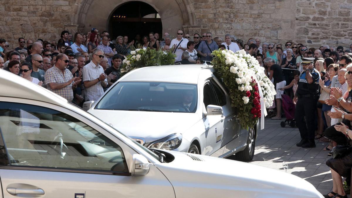 Funeral del menor de tres años y su tío abuelo, de 65, vecinos de Rubí, ambos fallecidos en el atentado terrorista de La Rambla.