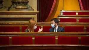 Pere Aragonès conversa con Jéssica Albiach en el Parlament