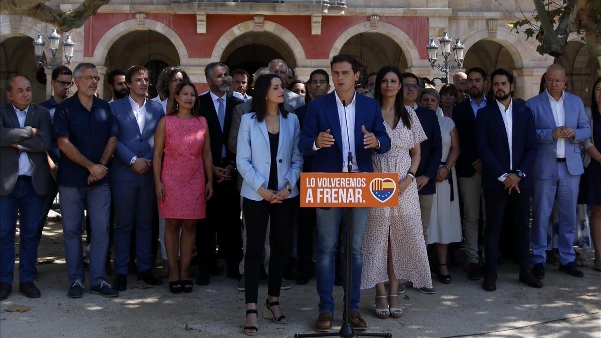 Declaración institucional de Albert Rivera frente a la sede del Parlament de Catalunya para conmemorar el 6 y 7 de septiembre de 2017