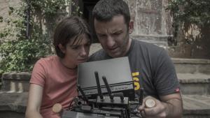 El director, Borja de la Vega, junto a la protagonista, Bruna Cusí.