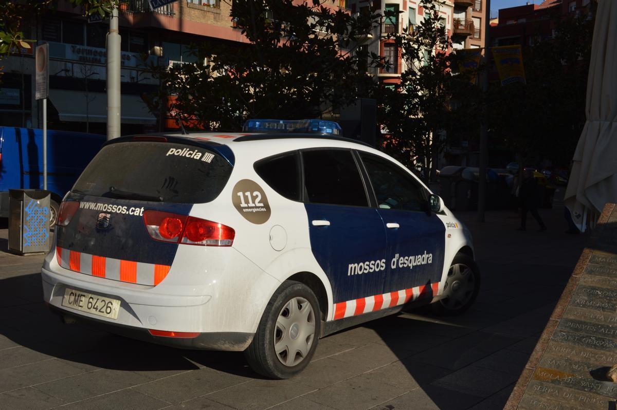 Tres detinguts en una bronca amb els policies que han tancat una festa en un local del Rugby Cornellà