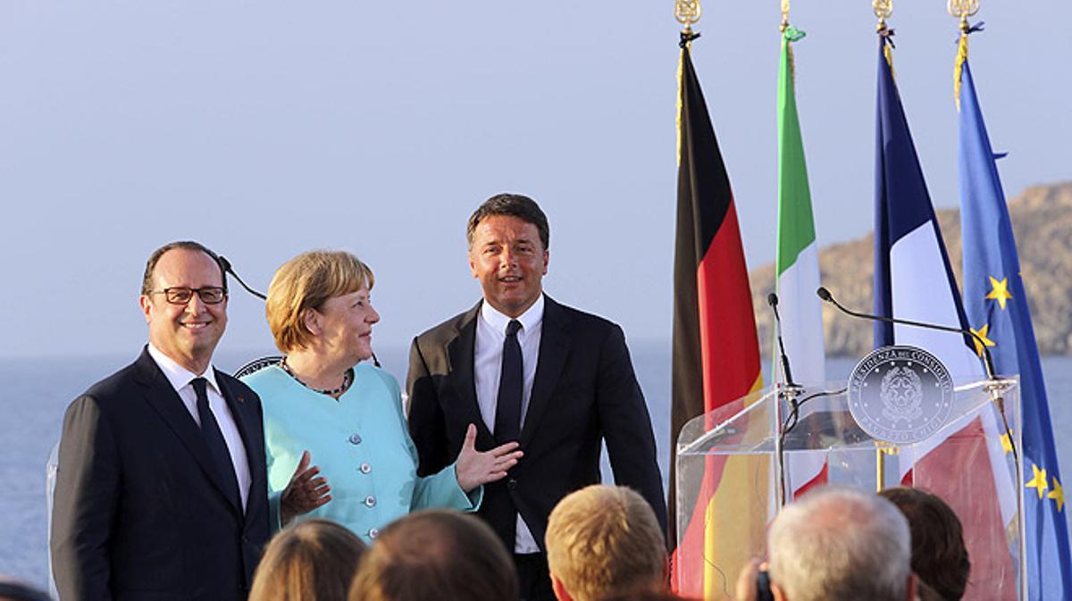 Merkel, Hollande y Renzi se reúnen en un portaviones para tratar el futuro de la Unión Europea.