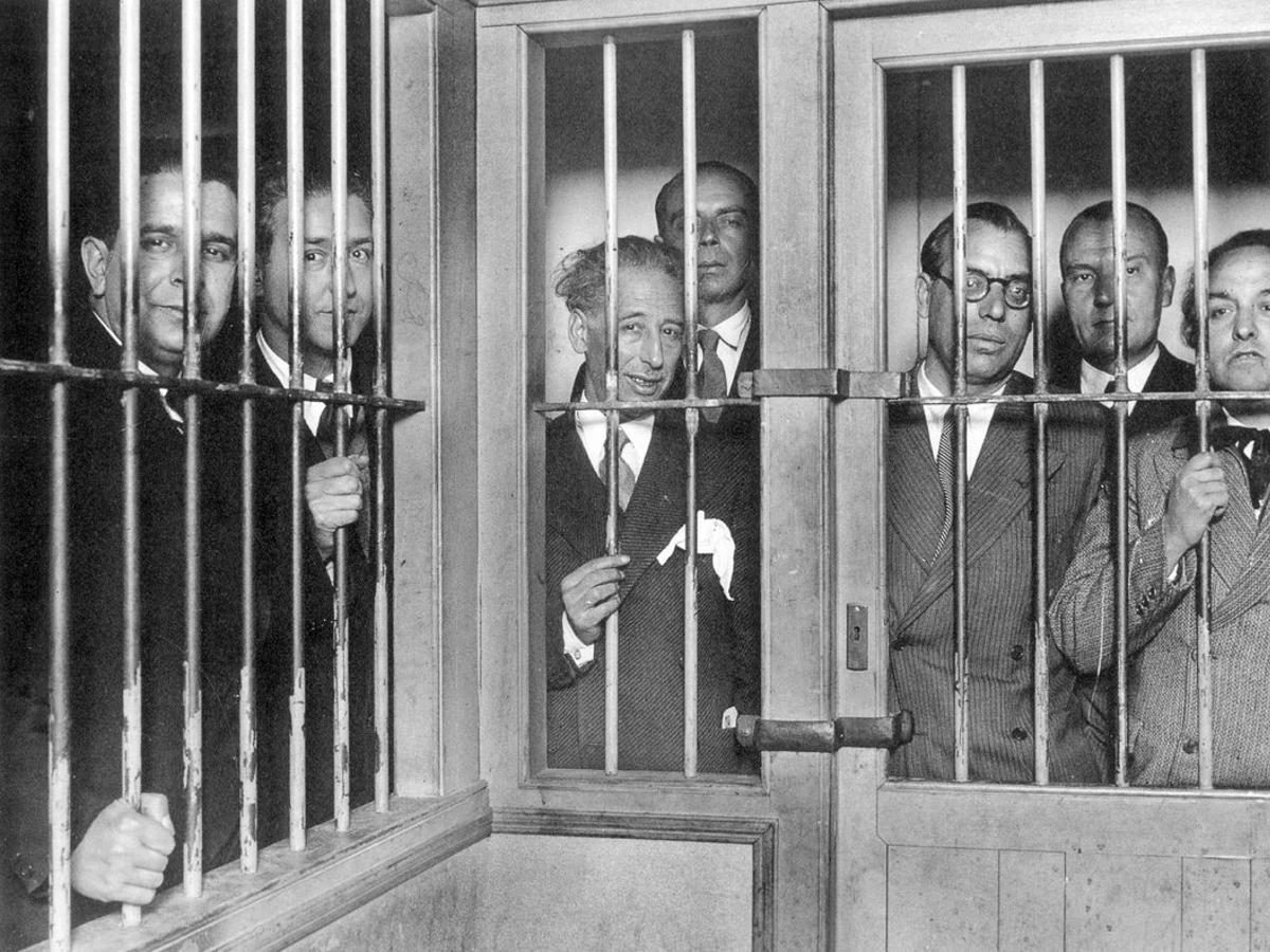 Lluís Companys y otros miembros del Consejo de la Generalitat de Cataluña presos en La Modelo (1934)