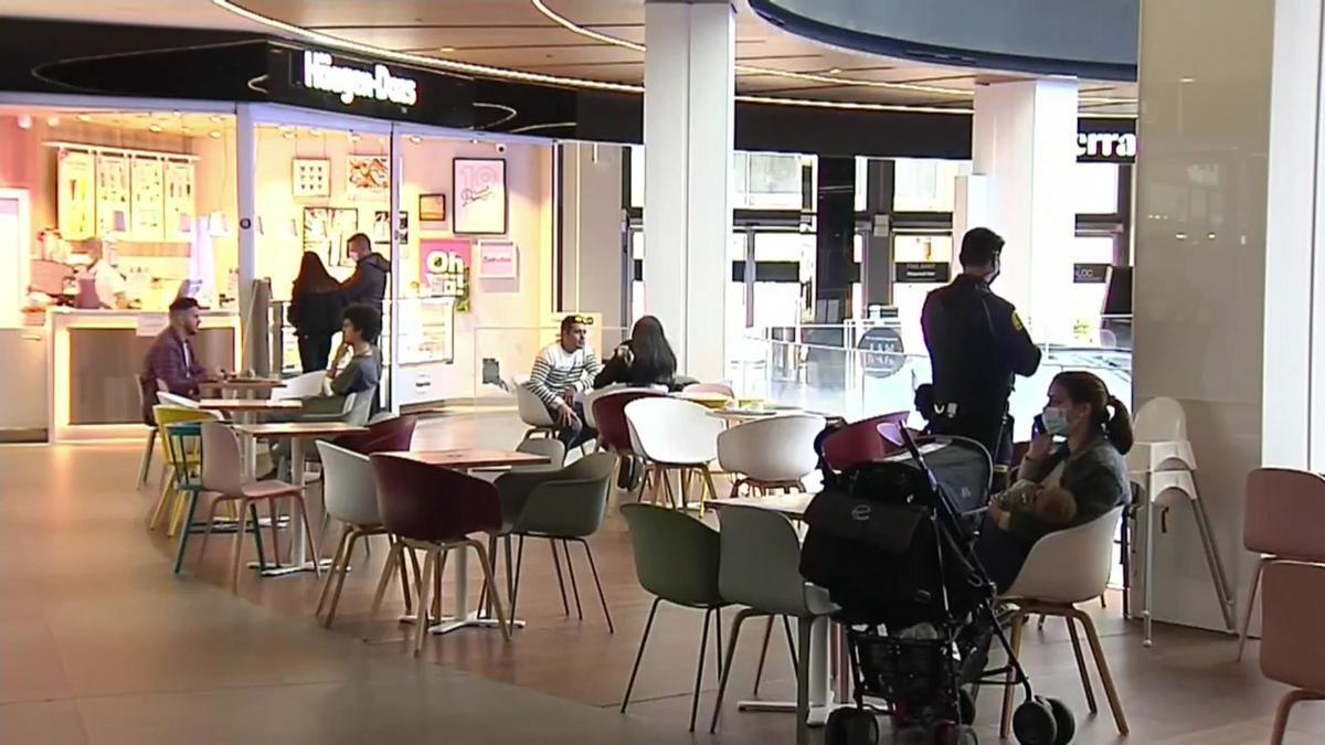 Locales de restauración abiertos en el interior del centro comercial Diagonal Mar.
