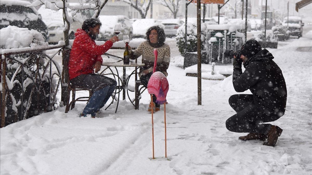 Vecinos del municipio de Sort, en Lleida, disfrutando dela nieve.