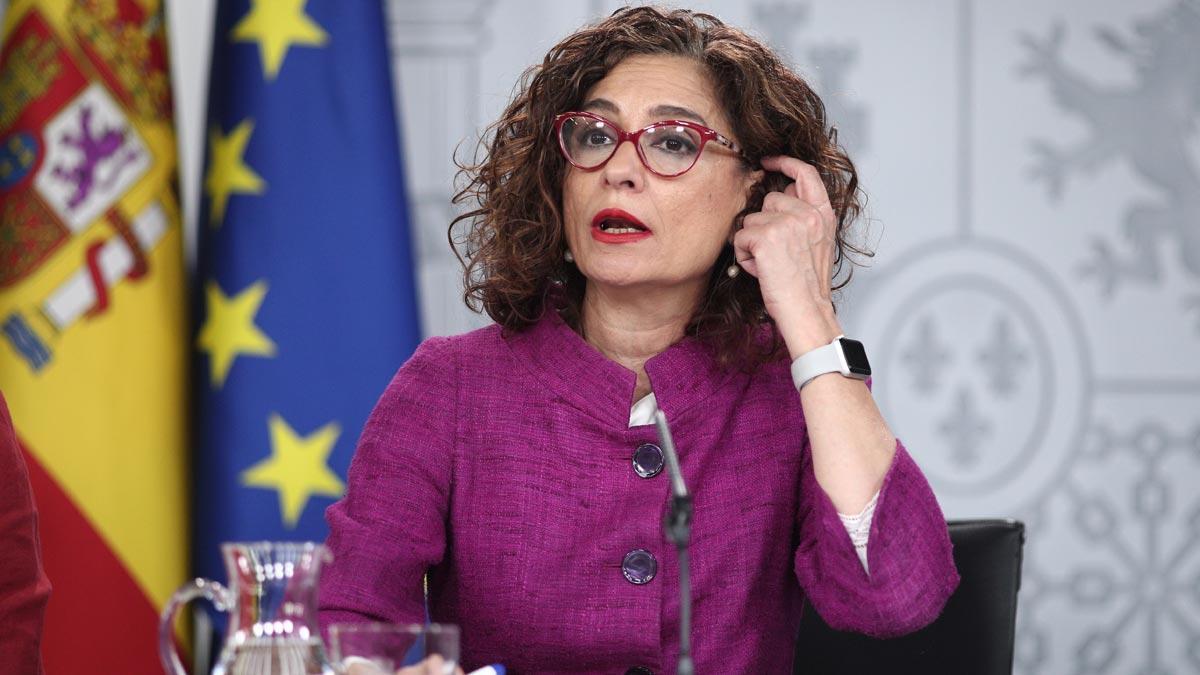 Montero carga contra Puigdemont por intentar boicotear la mesa de diálogo.