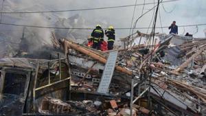 Al menos 10 personas han fallecido y otras 117 han resultado heridas al hacer explosión un camión de gasolina a la salida de una autopista enWenling, provincia de Zhejiang, al este de la China