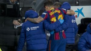 Coutinho abandona lesionado el Camp Nou durante el partido con el Eibar.