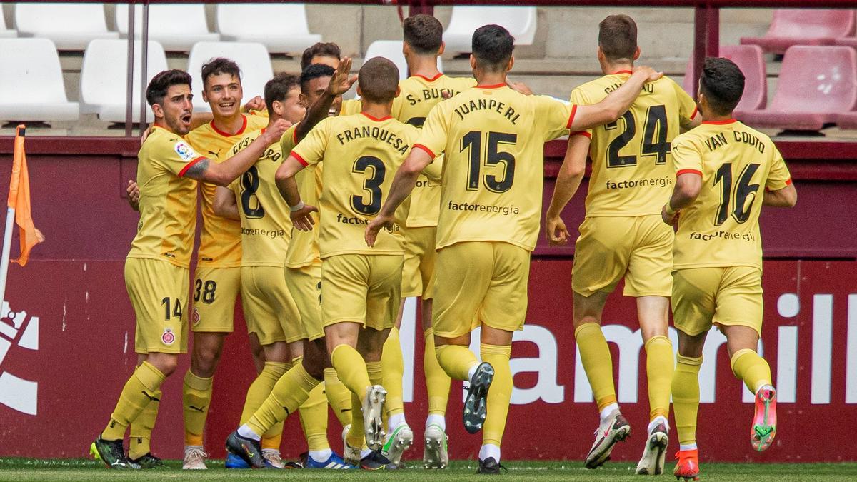 Los jugadores del Girona celebran uno de los goles al Logroñés.