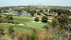 Los terrenos donde debe construirse BCN World, detrás de un campo de golfy al lado de Port Aventura.