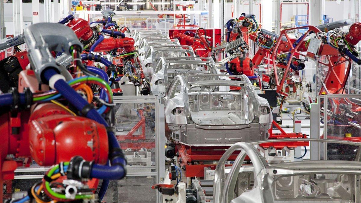 L'automòbil sucumbeix en una 'tempesta perfecta' industrial