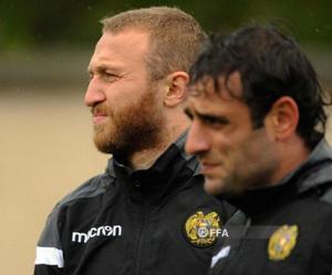 Varazdat Haroyan (con barba), el martes en un entrenamiento con la selección de Armenia.