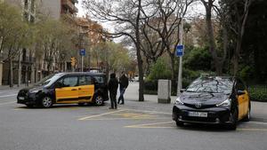 Parada de taxis junto al templo de la Sagrada Família.