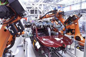 Robots industriales en una fábrica de BMW.