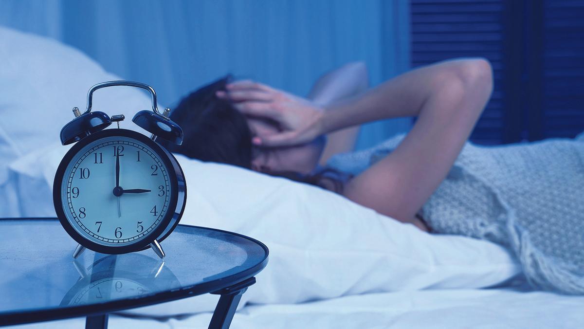 Una mujer no puede conciliar el sueño.