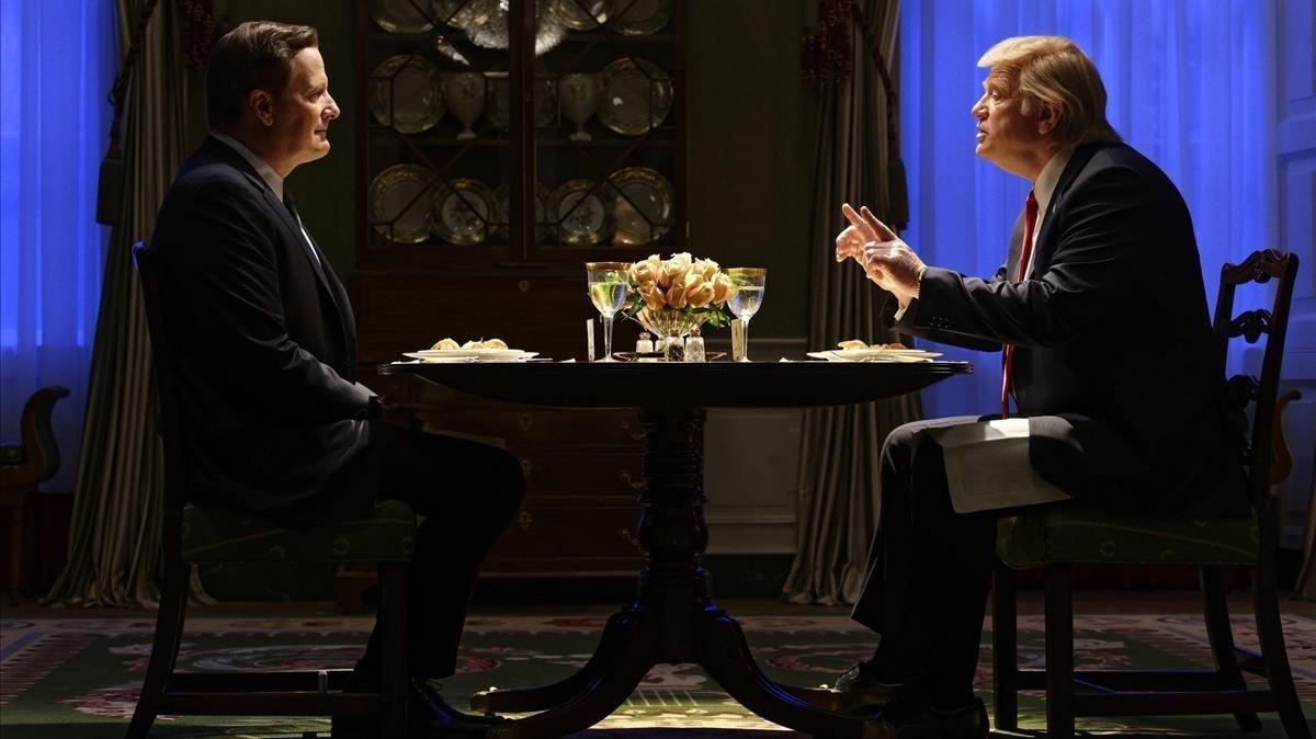 Jeff Daniels (James Comey) y Brendan Gleeson (Donald Trump) en 'La ley de Comey (The Comey rule)'.