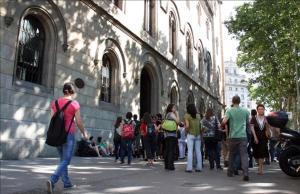 Exterior del edificio del Rectorado de la Universitat de Barcelona (UB).