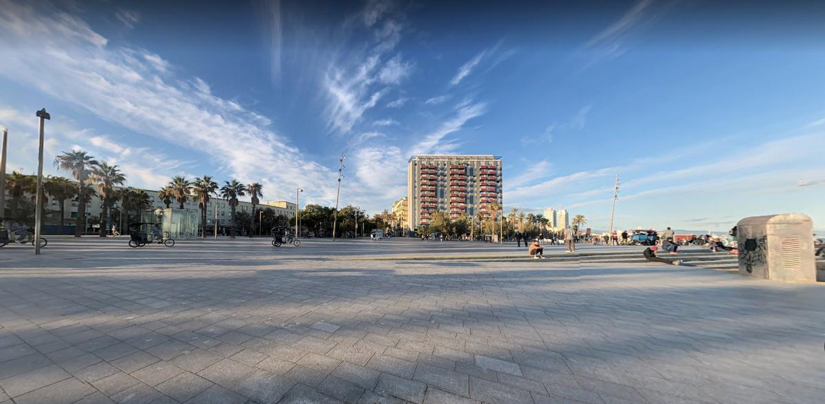 La plaza del Mar de la Barceloneta, en Barcelona.
