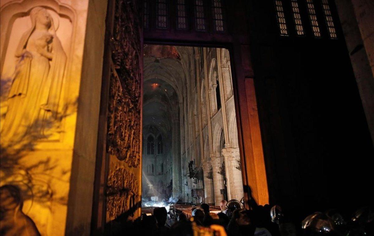 Notre Dame, una vez apagadas las llamas.