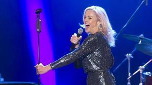 Un momento de la actuación de la vocalista Storm Large de Pink Martini en Peralada.
