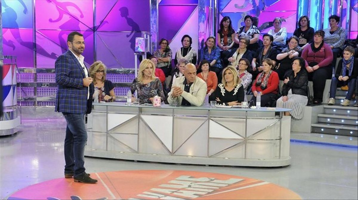 Jorge Javier Vázquez, con algunos colaboradores habituales de 'Sálvame' (Tele 5).