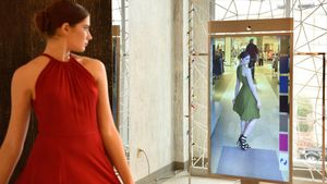 Una joven se prueba un vestido en un probador virtual.