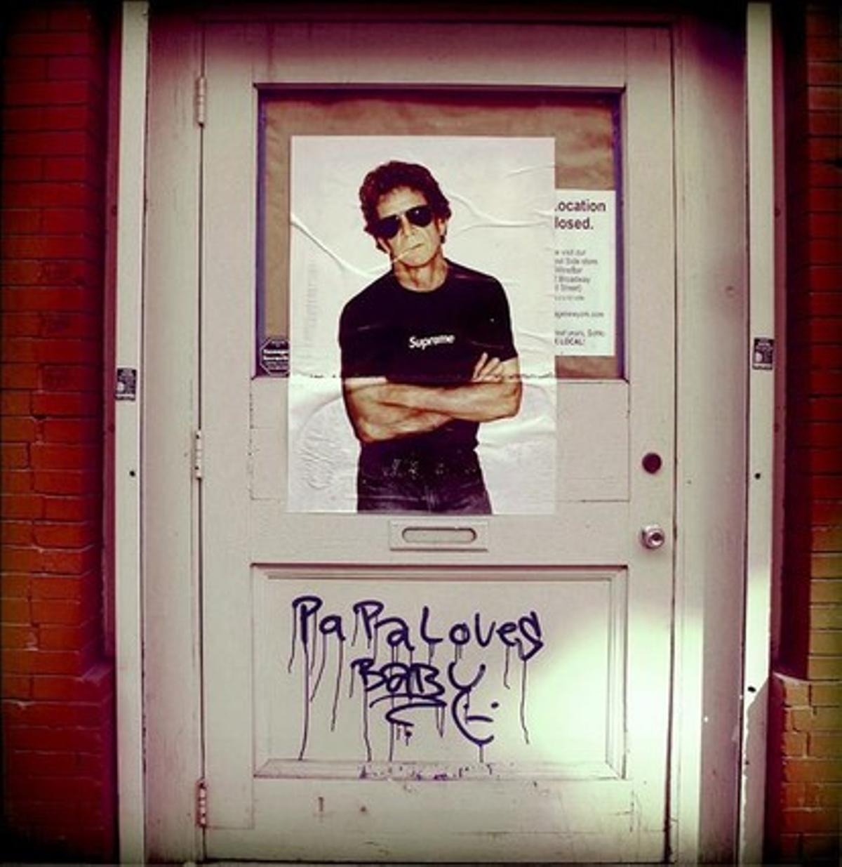 Fotografía que Lou Reed colgó en su último mensaje en sus cuentas de Twitter y Facebook con el título 'La puerta'.