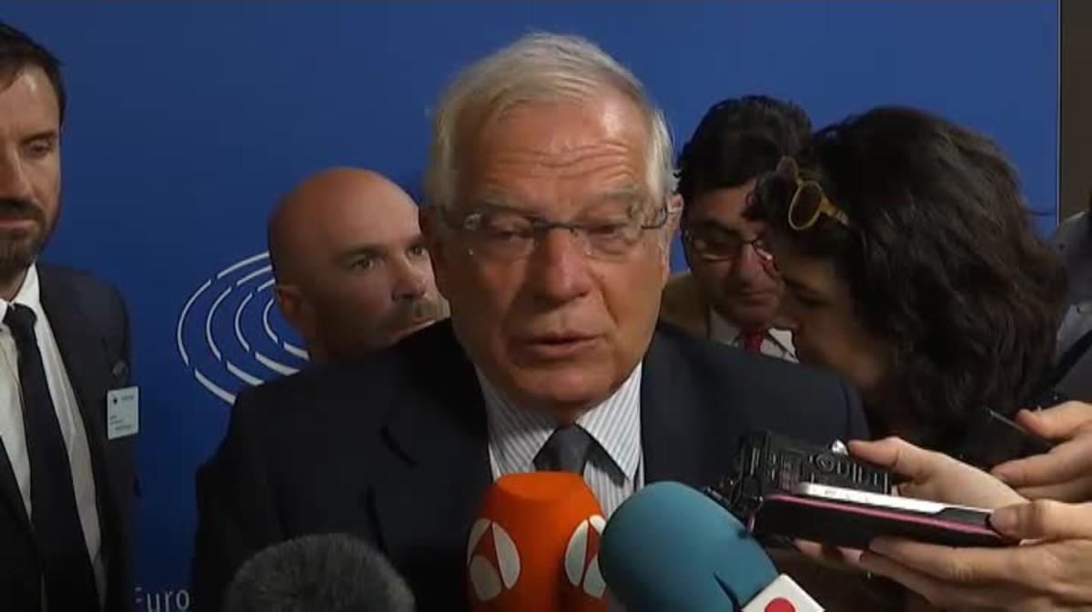 Borrel asegura que preferiría que los políticos presos estuvieran libres