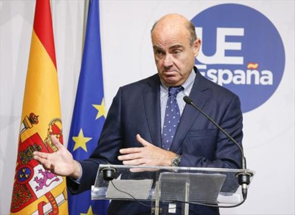 El ministro Luis de Guindos, ayer en Luxemburgo.