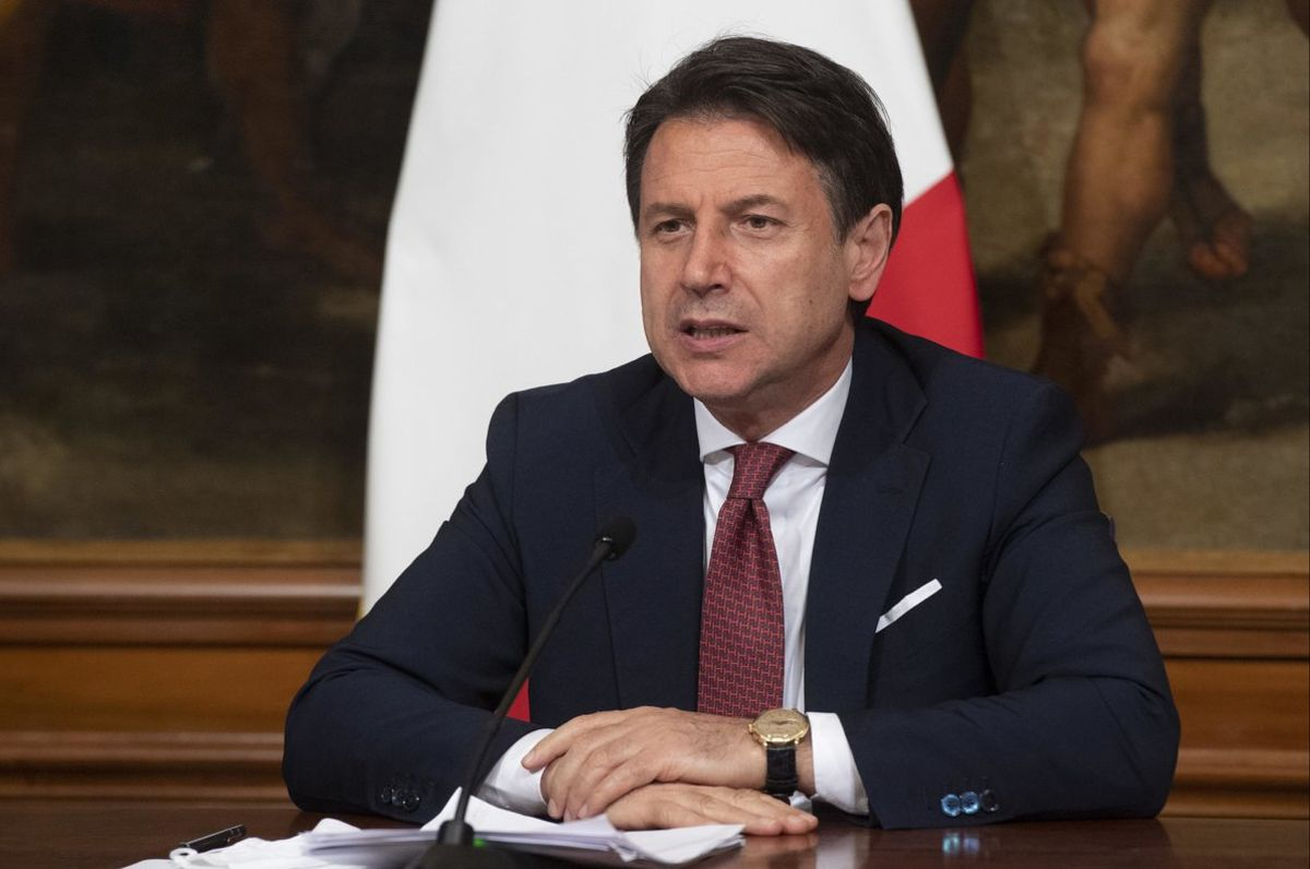 El primer ministro italiano, Giuseppe Conte, en rueda de prensa, este viernes tras la aprobación del decreto de ayudas.