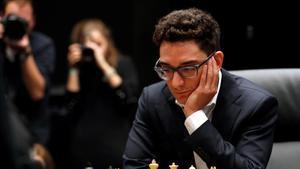 Fabiano Caruana, el gran favorito del Torneo de Candidatos, durante una partida del último Mundial frente a Magnus Carlsen.
