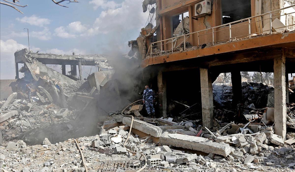 Una de las instalaciones bombardeadas en Damasco.