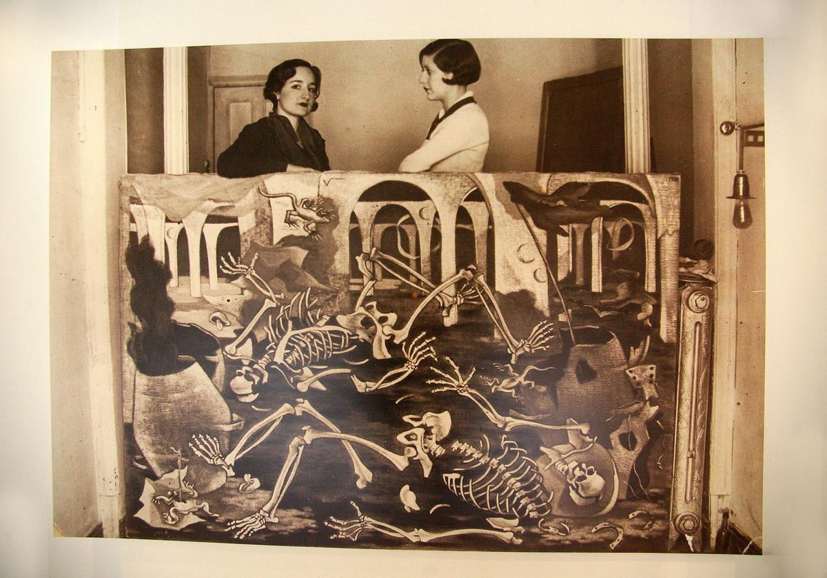 Imagen de archivo de la pintora Maruja Mallo (a la izquierda).
