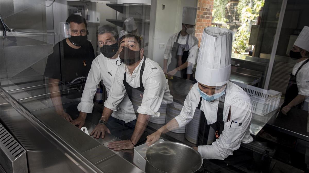 Josep, Joan y JordiRoca, durante los preparativos de El Celler de Can Roca para su reapertura tras el fin del estado de alarma, el pasado mes de junio.