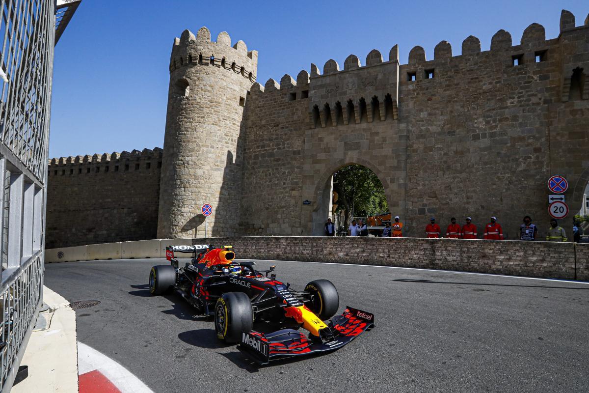 Checo Pérez (Red Bull) gana en Bakú en un final de carrera al sprint