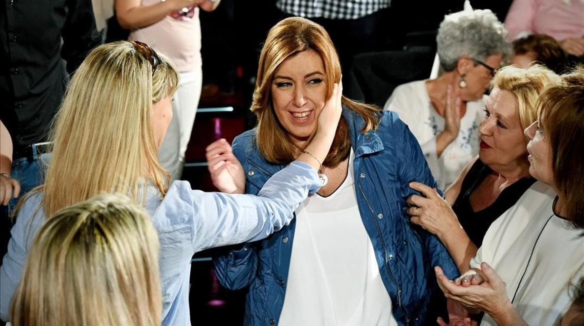 Susana Díaz, apoyada por los militantes socialistas en un acto en Alcalá de Henares (Madrid).