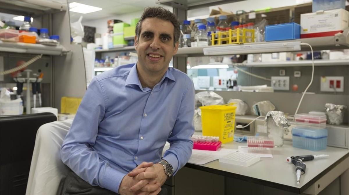 Manel Esteller, en un laboratorio del Institutd'Investigació Biomèdica de Bellvitge (Idibell), en L'Hospitalet.