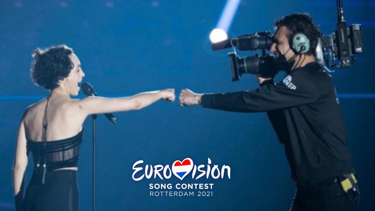 Barbara Pravi y Remco, el cámara que le acompañó durante su actuación en Eurovisión 2021