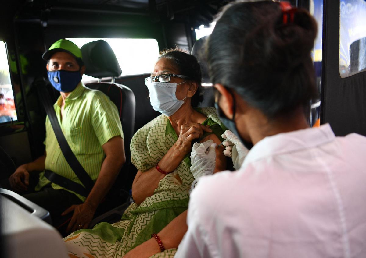 El plan de vacunación avanza en la India para intentar frenar al virus.