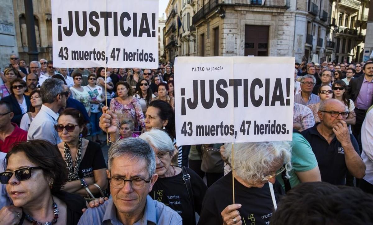 Cartel reclamando justicia en una de las concentraciones convocadas por la Asociación de Víctimas
