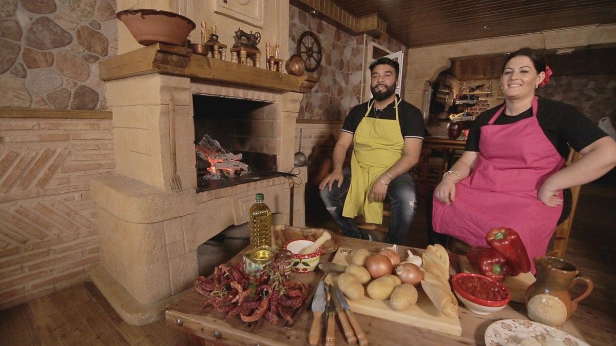 Miembros de 'Los Gipsy Kings', en uno de los vídeos del concurso 'Gipsy chef'.
