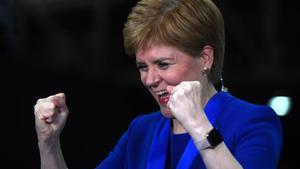 Nicola Sturgeon celebra el triunfo del SNP en las elecciones británicas.