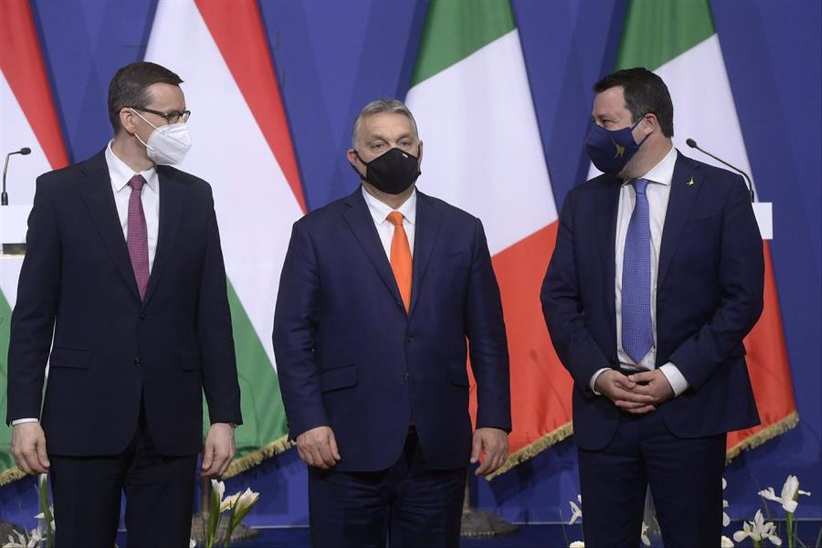 Abascal, Le Pen i l'extrema dreta europea critiquen la UE per defensar els homosexuals