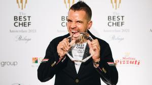 El chef David Muñoz, con el premio The Best Chef Award.