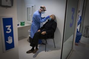 Una prueba PCR en el Hospital Vall d'Hebron.