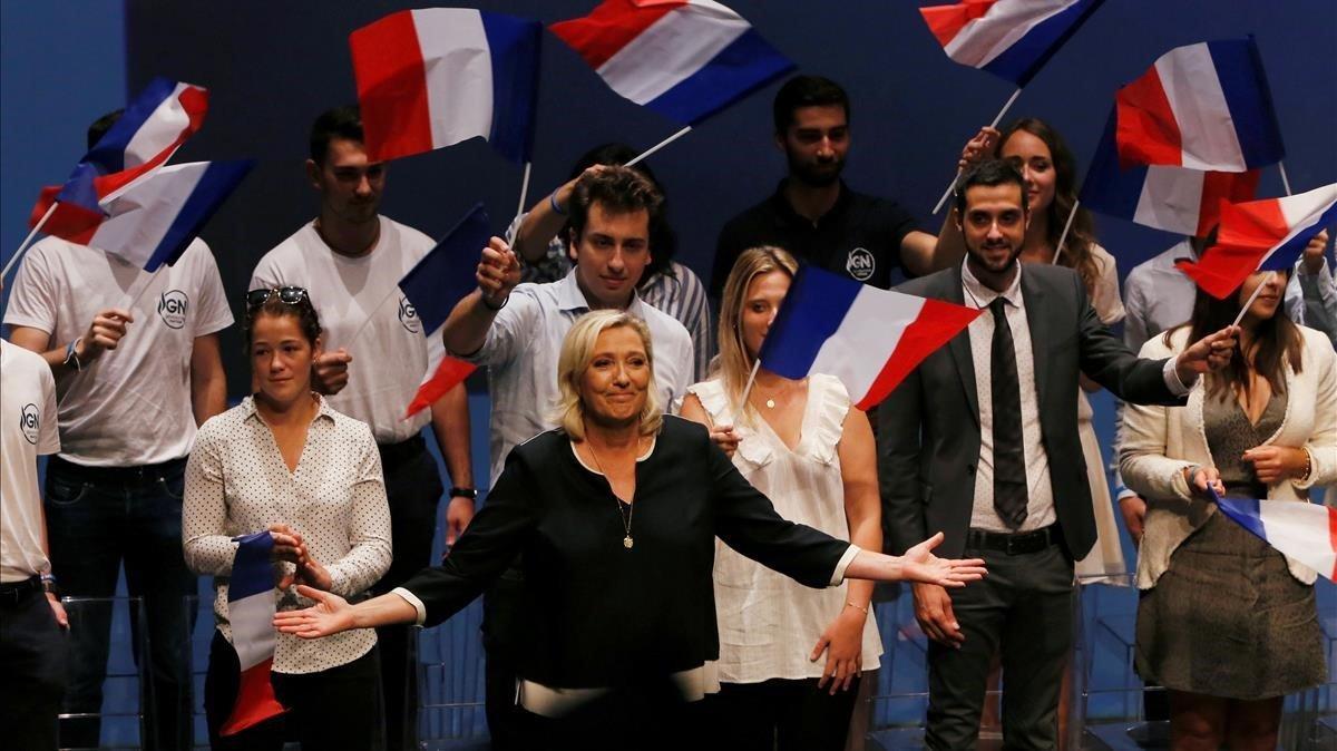 Marien Le Pen en un acto de su partido hace una año en Frejus.