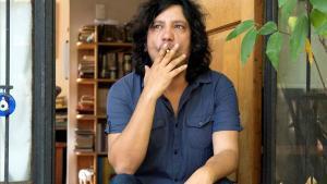 El escritor y poeta chileno Alejandro Zambra en México, dónde está pasando el confinamiento.