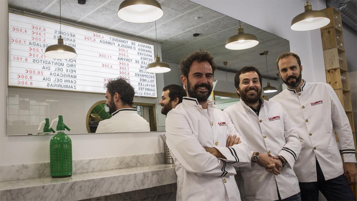 Los tres colegas, de izquierda a derecha: Pau Roca, Gerard Belenes y Pol Puigventós, en Lluritu.