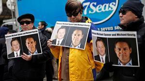 Concentración para pedir la libertad de Michael Spavor y Michael Kovrig (en los carteles), los dos canadienses detenidos en China acusados de espionaje.